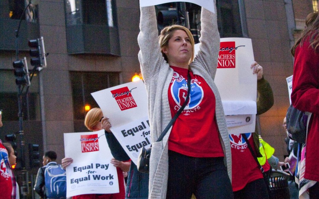 Charter rally draws hundreds at Chicago Board of Ed